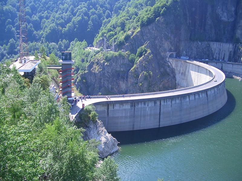 Active tour in Romania - Vidraru dam