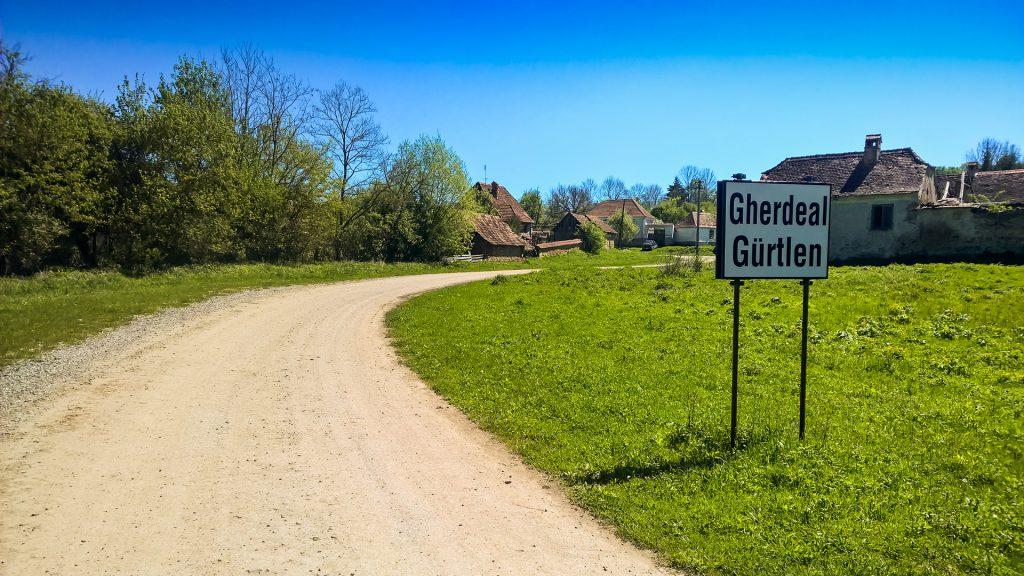 Entrée du village de Gherdeal